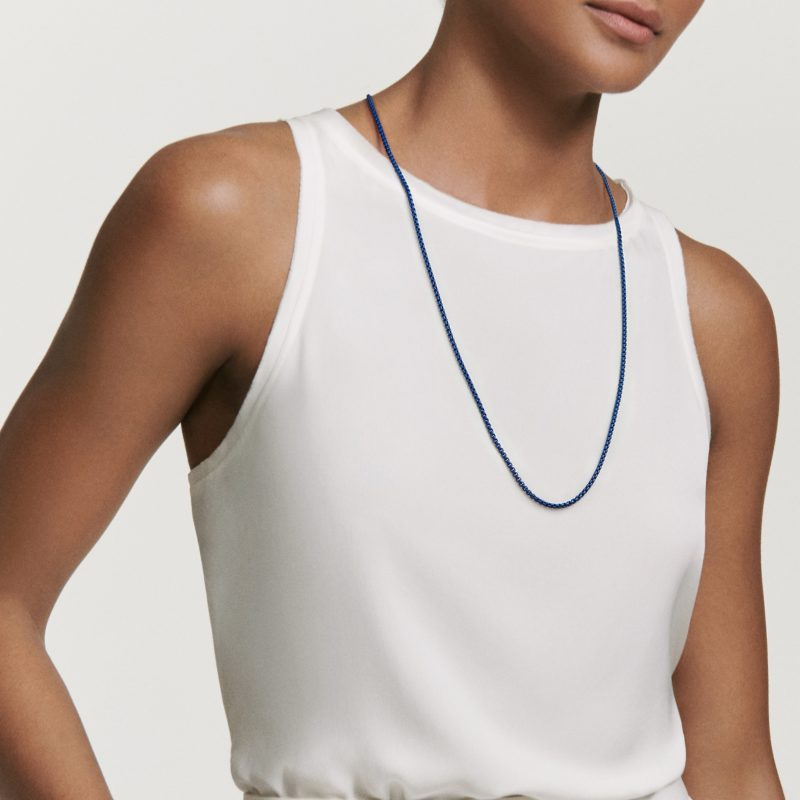David Yurman DY Bel Aire Chain Necklace in Navy with with 14K Gold Accents on Model